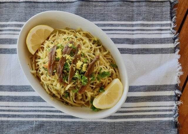 Linguine with breadcrumbs, parsley, lemon and anchovies