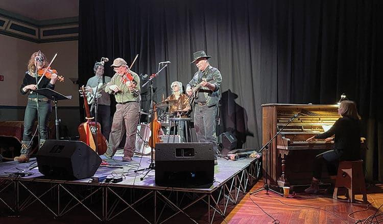 Live music returns to Dënäkär Zho